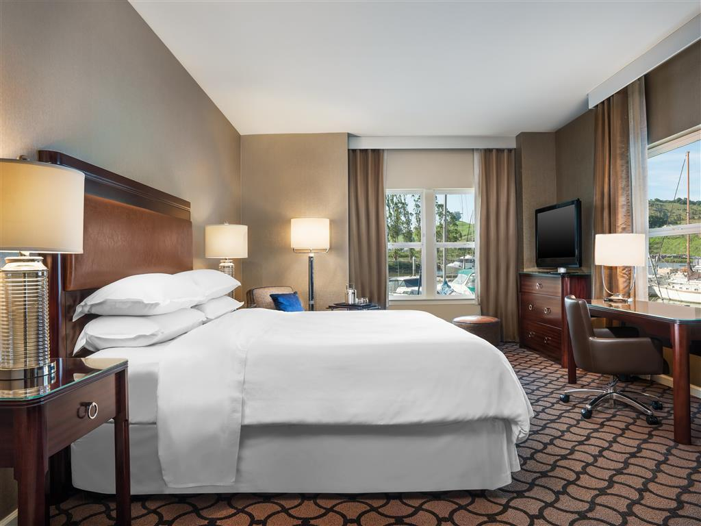 Traditional King Room - Guestroom Sheraton Sonoma County Petaluma