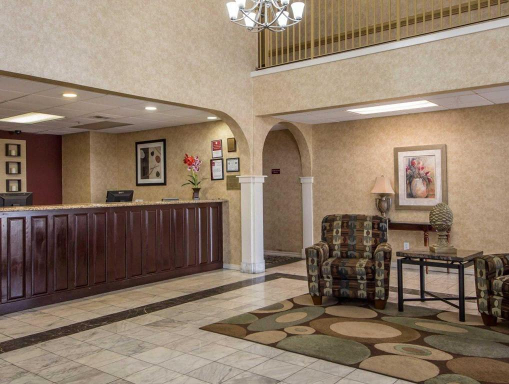 Lobby Rodeway Inn and Suites East I44 Tulsa