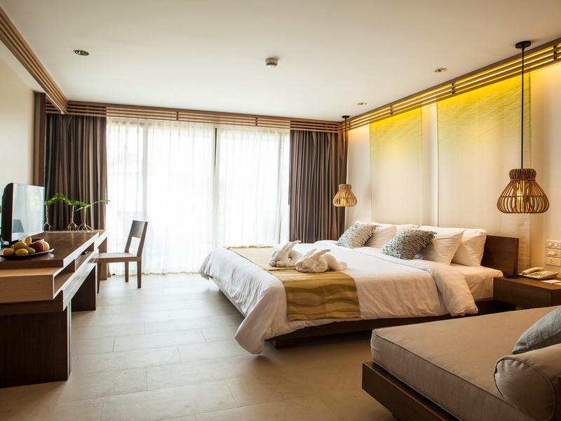 Jacuzzi Deluxe Hillside Guestroom KC Grande
