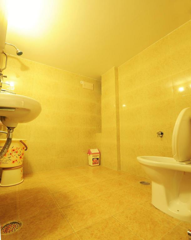 Bathroom Hotel Hkj Residency