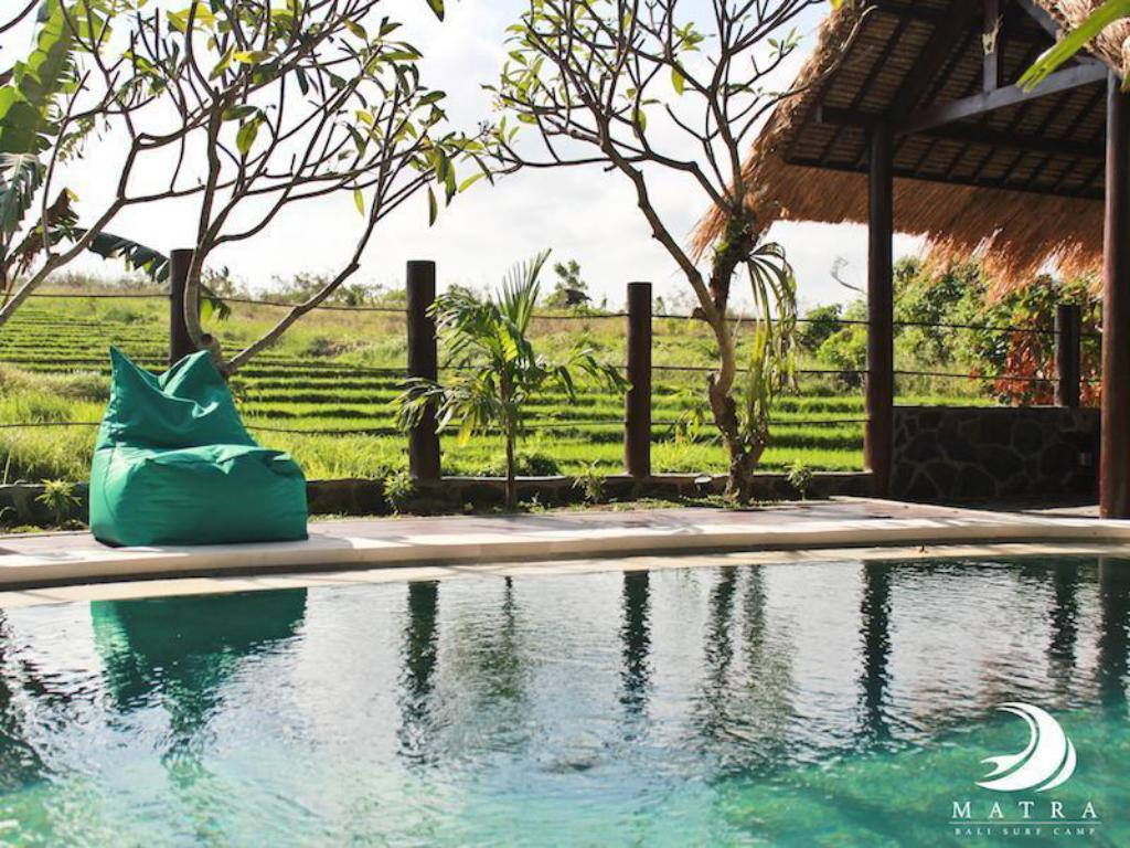 Swimmingpool Matra Bali Surf Camp Guest House
