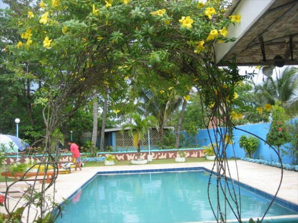Best Price on Looc Garden Beach Resort in Cebu + Reviews