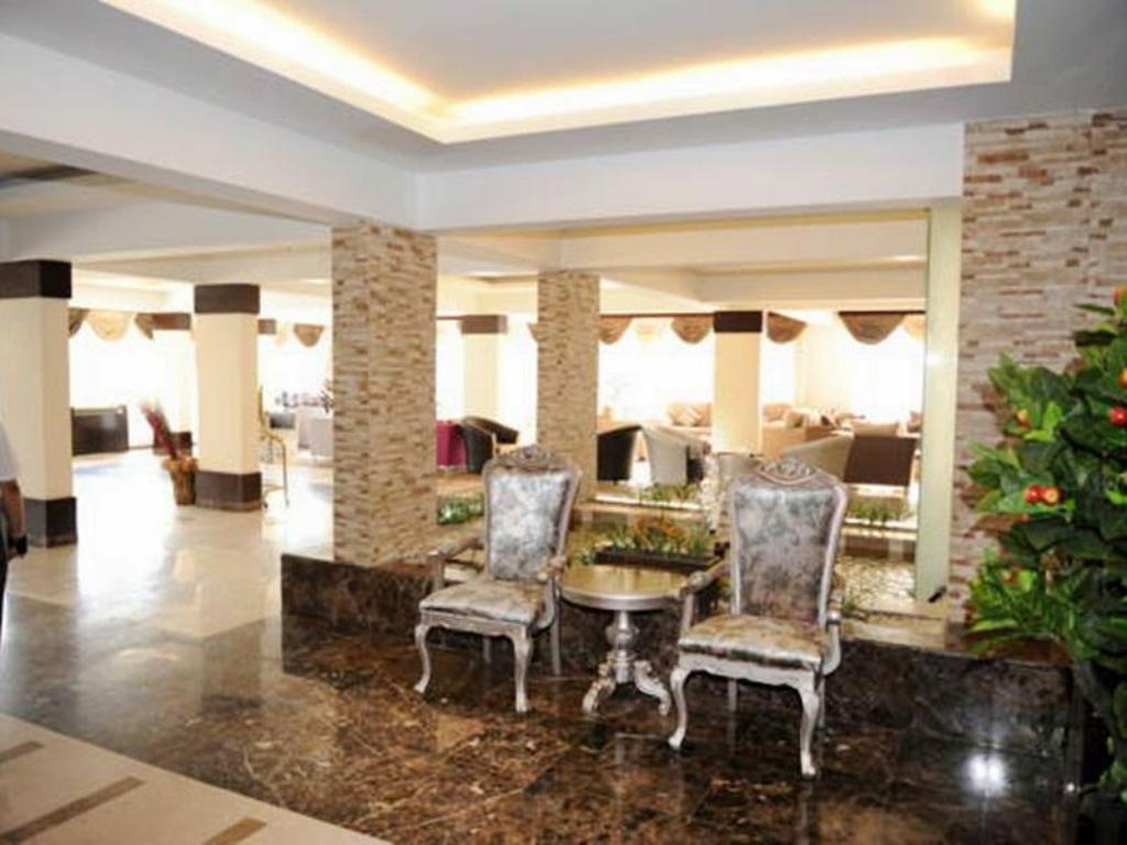 Foyer Hotelier Suites