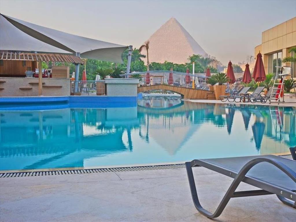 Swimming pool Le Méridien Pyramids Hotel & Spa