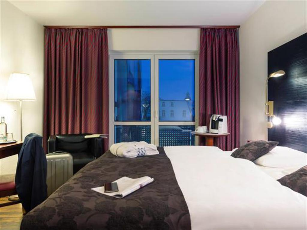 Privilege Room With 1 King Bed - Bed Mercure Hotel Bad Oeynhausen City