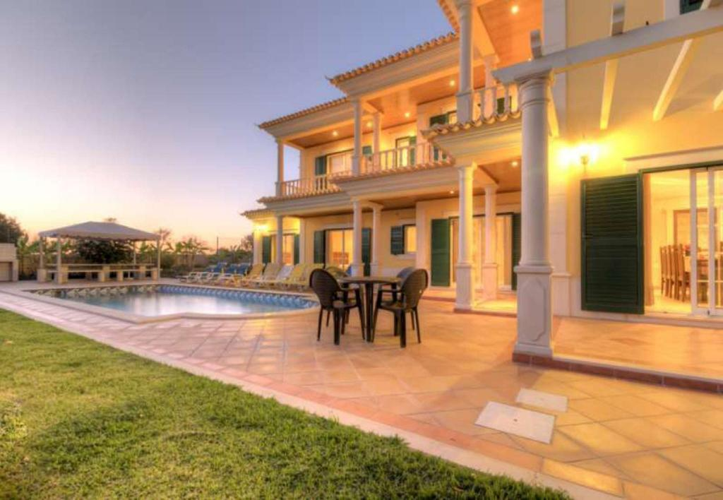 See all 21 photos 105892 -  Villa in Guia