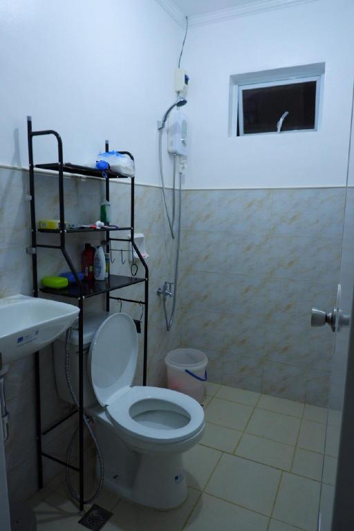 Incredible 2Br House In Verona Near Tagaytay Home Cavite Deals Uwap Interior Chair Design Uwaporg