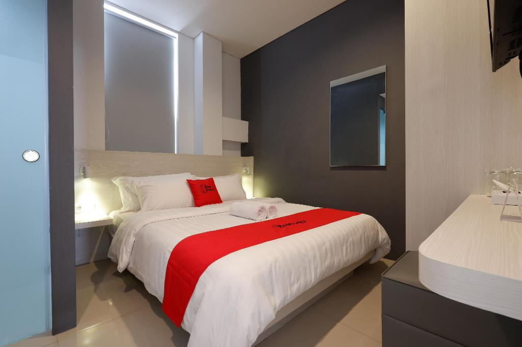 More about RedDoorz Plus near Ciputra Mall Simpang Lima