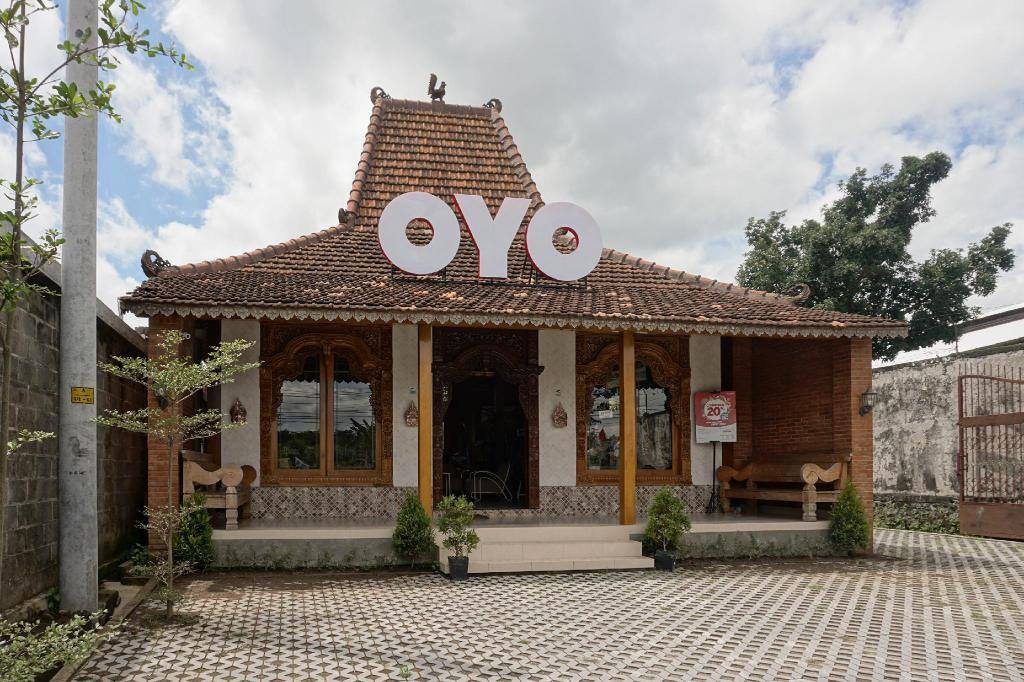 More about OYO 300 Kampoeng Joglo