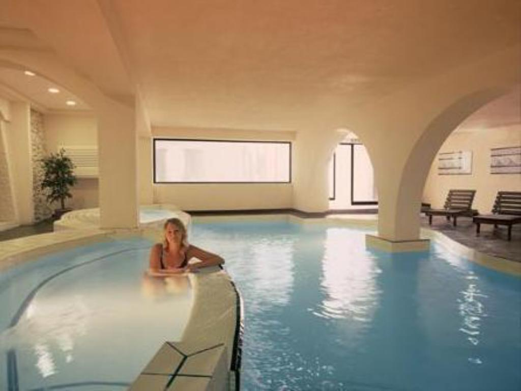 Swimming pool Dolmen Resort Hotel & SPA