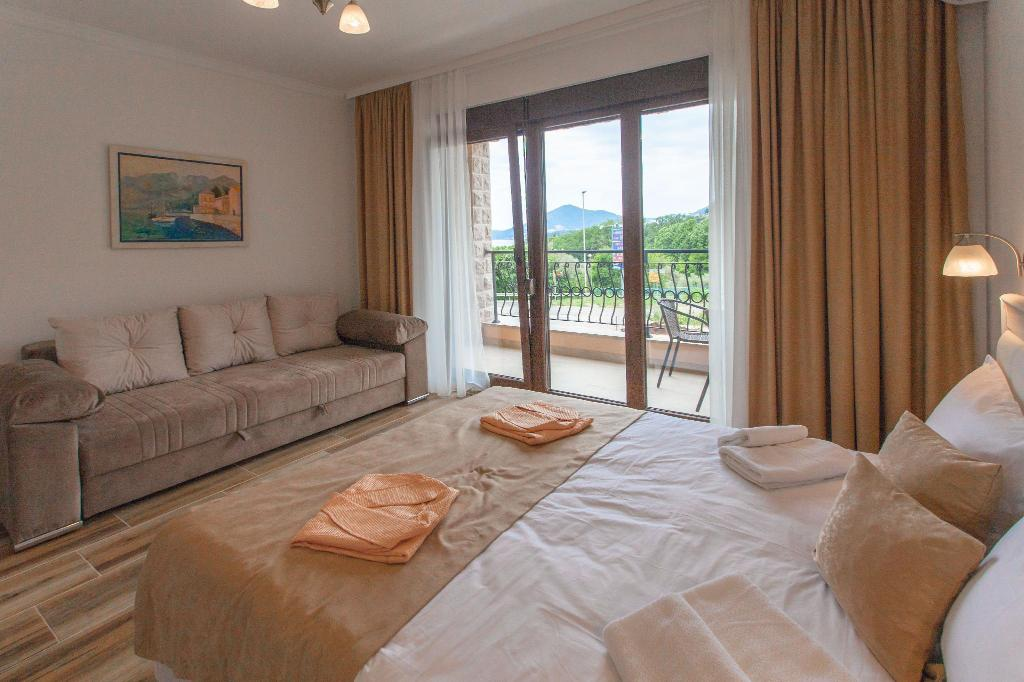 One-Bedroom Duplex Apartment King Bed Aparthotel Rosmarino