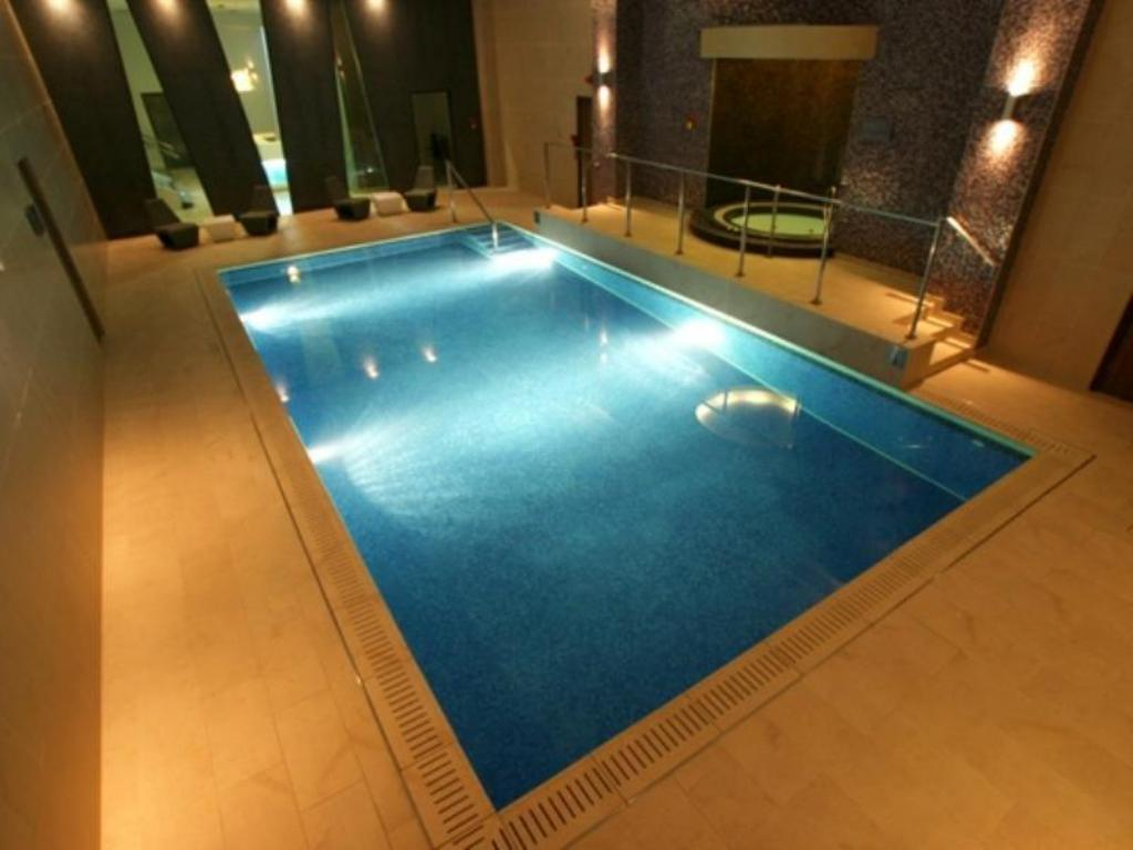 Swimming pool Crowne Plaza London Kings Cross