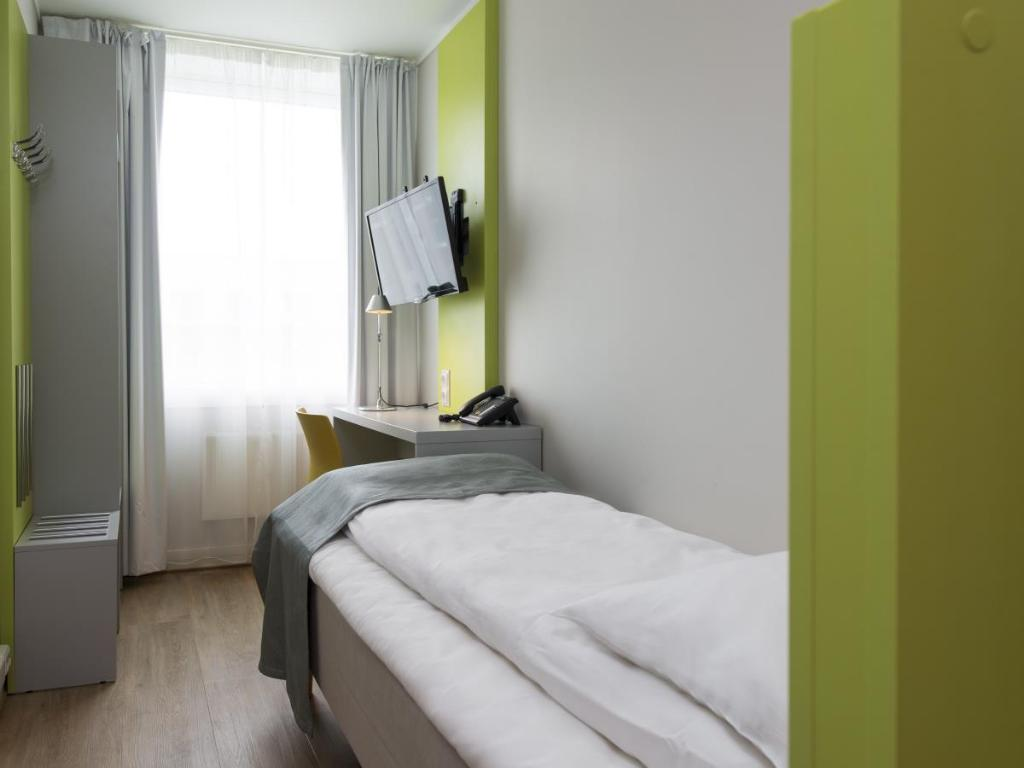 Small Single Room - Guestroom Thon Hotel Trondheim