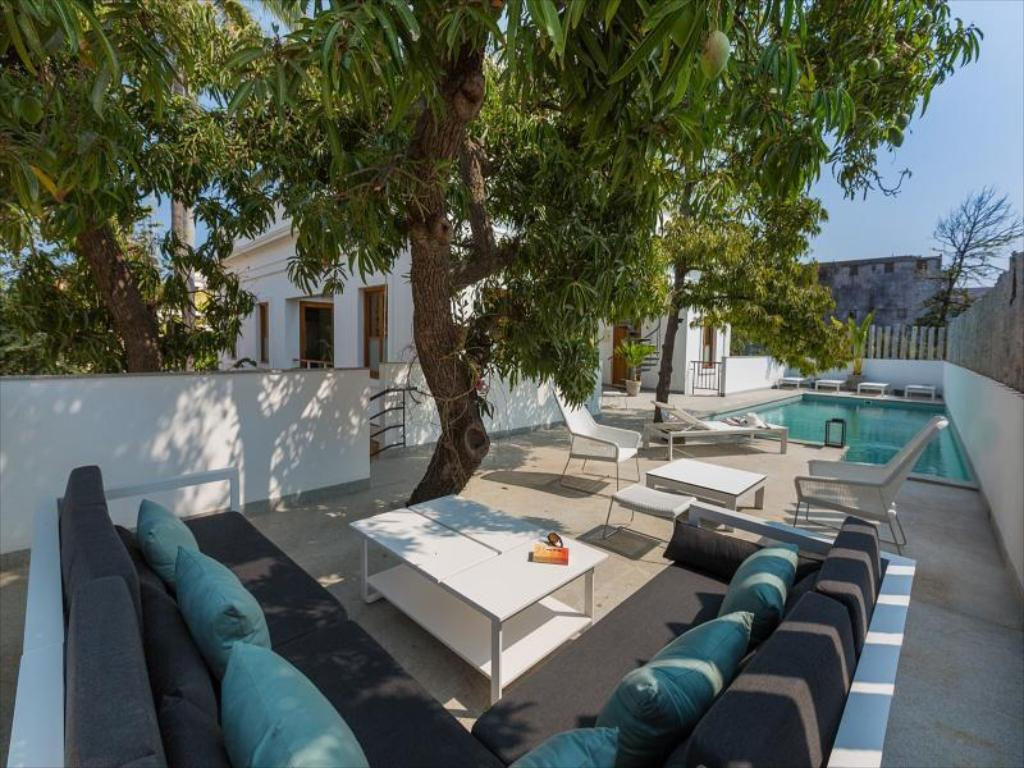 Best price on la villa hotel in pondicherry reviews for Villas in pondicherry with swimming pool