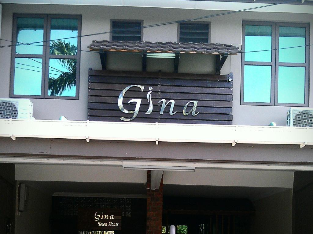 Gina Town House