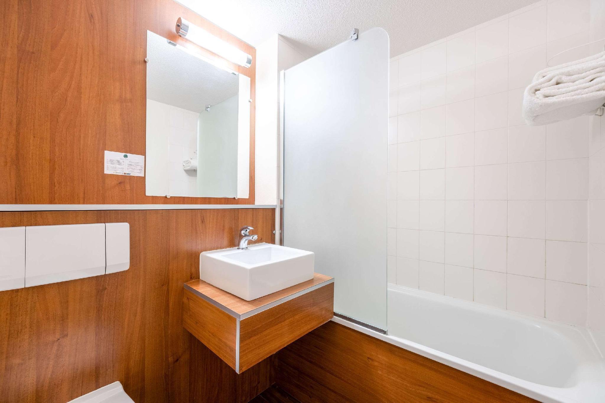Comfort Hotel Aeroport Lyon St Exupery In Colombier Saugnieu Room Deals Photos Reviews