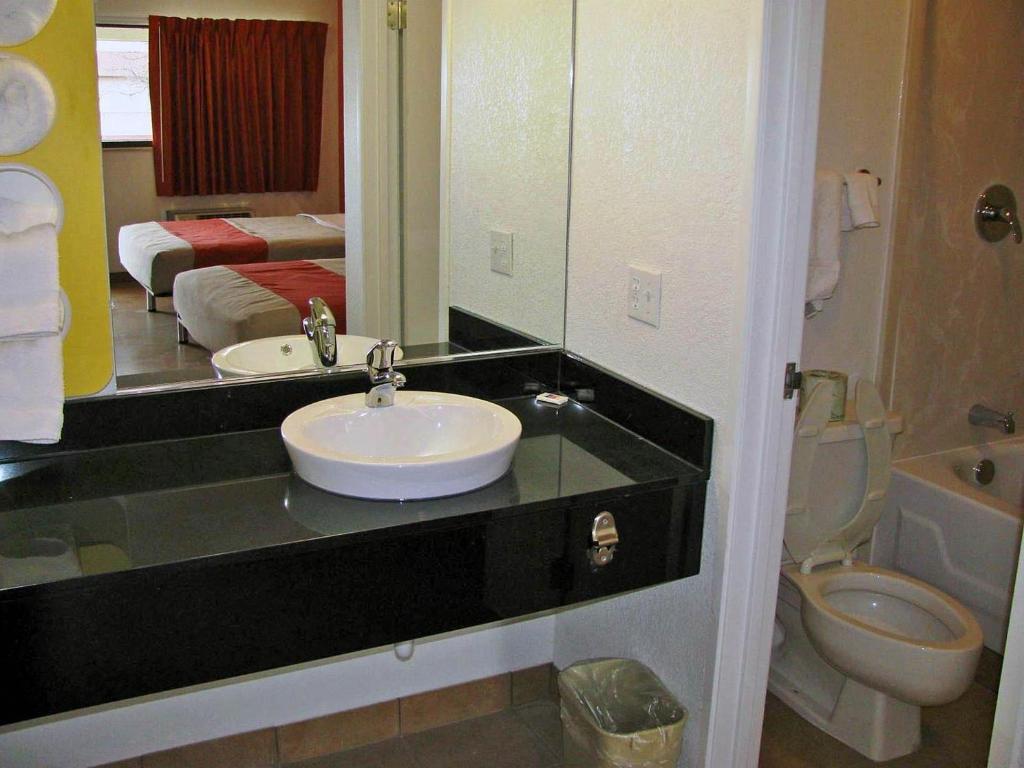 Motel 6 Columbus Worthington In Columbus Oh Room Deals Photos Amp Reviews
