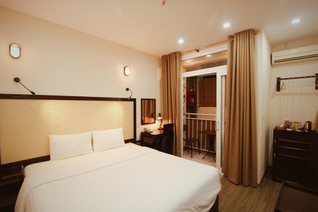 Unika Balcony, 24/7 staff, central, bestprice tours Apartment (Hanoi AX-83