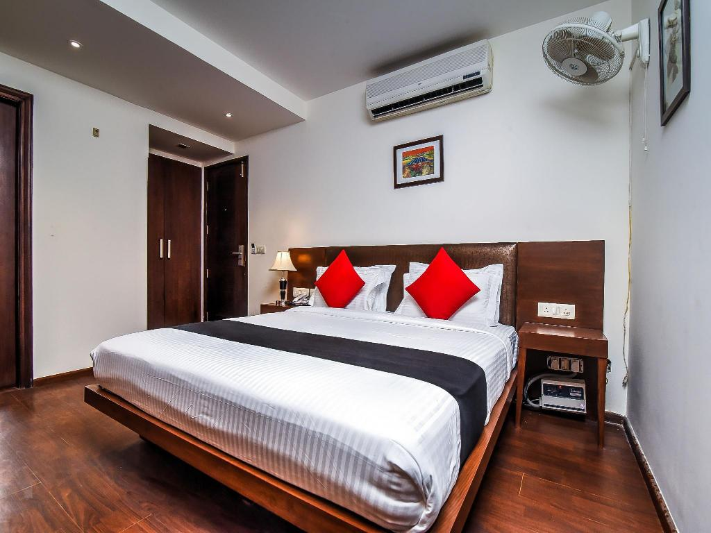 Capital O 917 Crown Imperial In New Delhi And Ncr Room