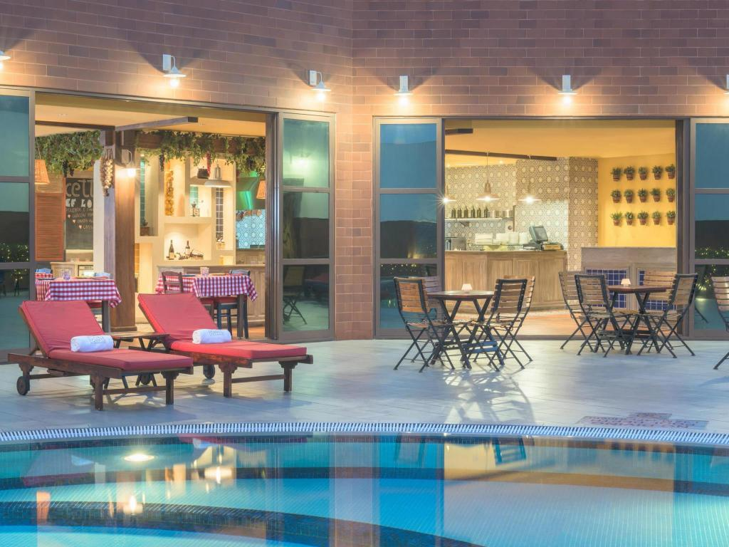 Piscina Four Points by Sheraton Bur Dubai