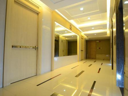 Tampilan interior The Luxe Residences