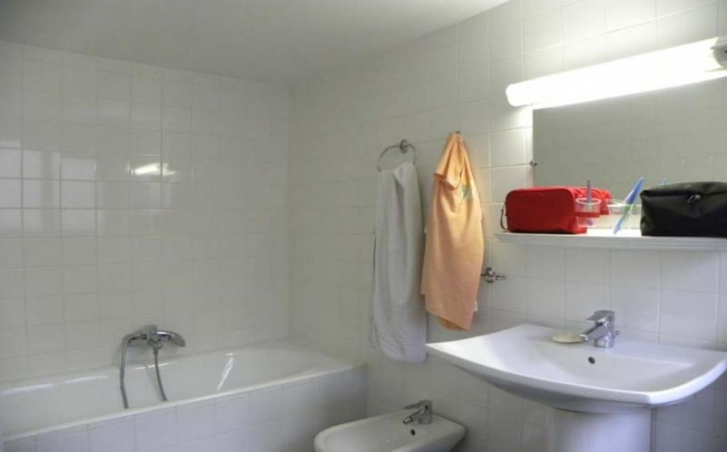 Bathroom Hotel Camelia International