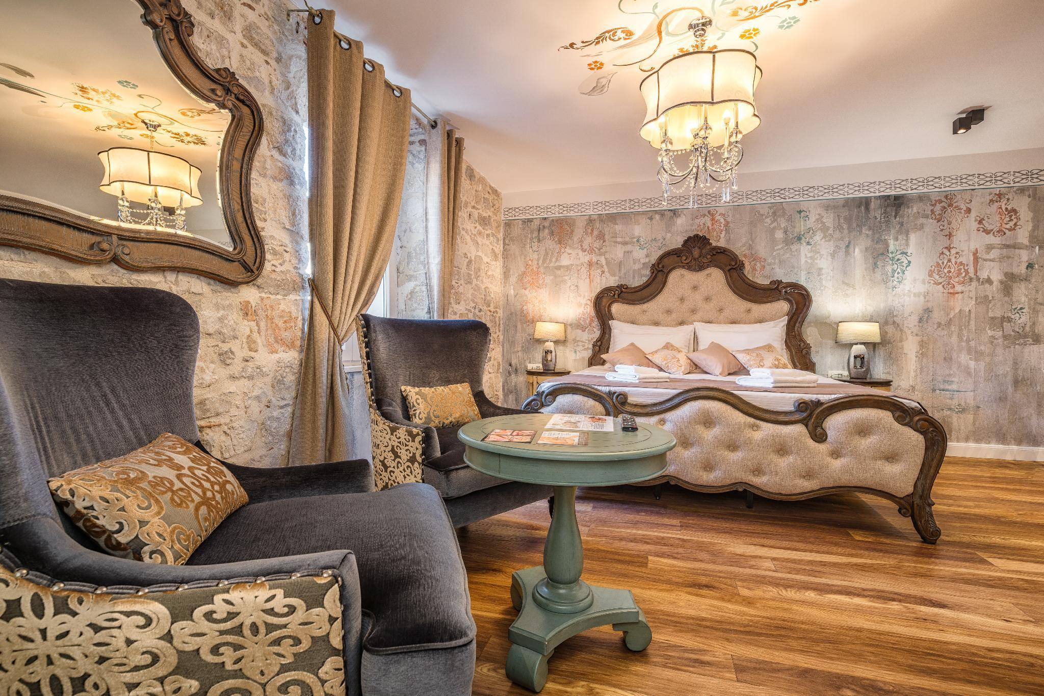 Розкішний люкс Grand з ліжком King (Grand Luxury Suite with King Bed)