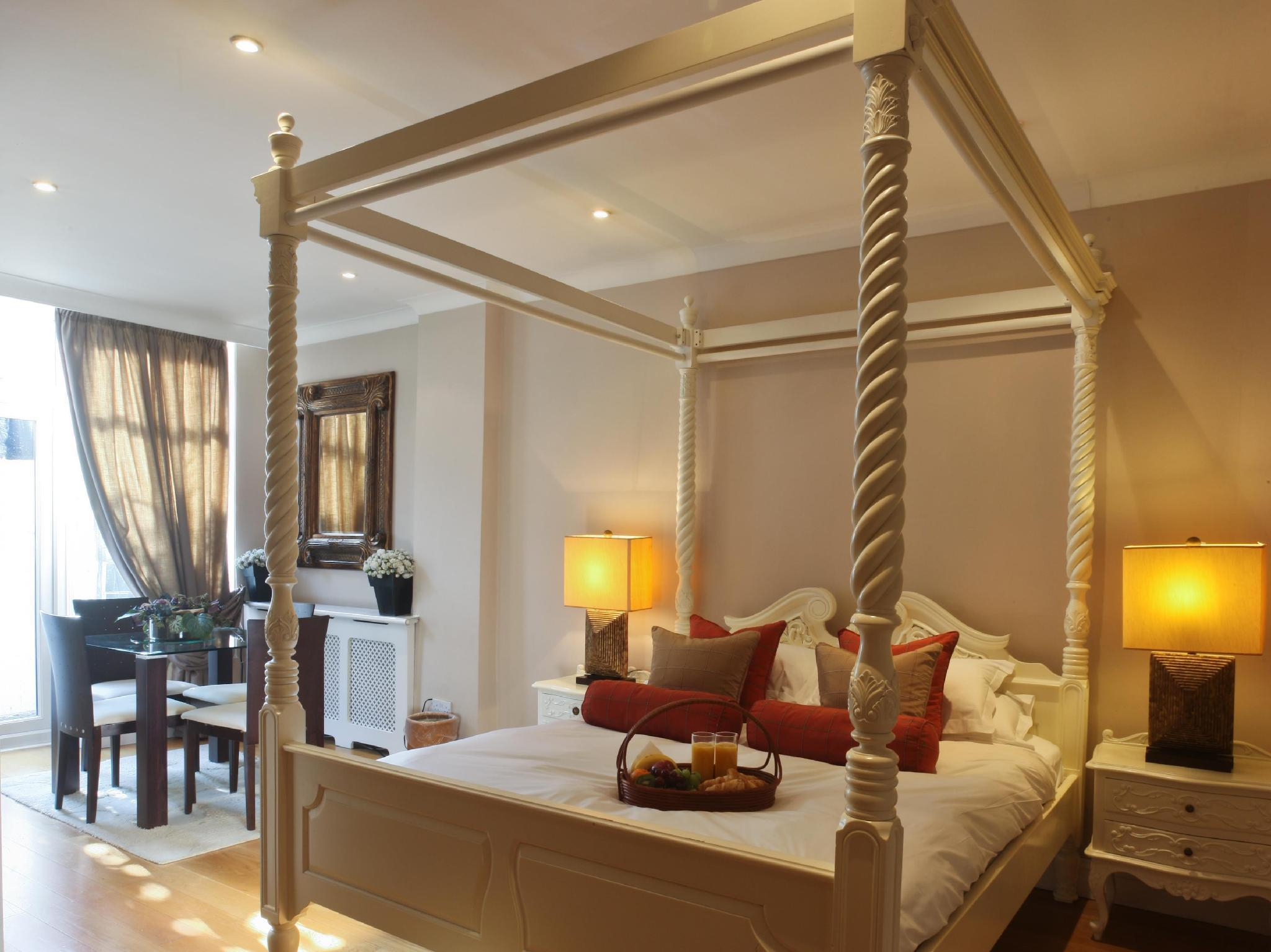 Four-poster Suite (sleeps 2)