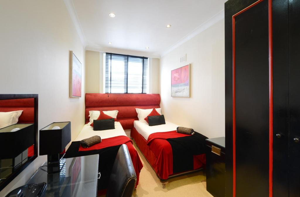 Standard Twin En-Suite - Bedroom Mayflower Hotel & Apartments