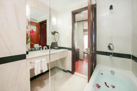Bathroom Quoc Hoa Premier Hotel and Spa