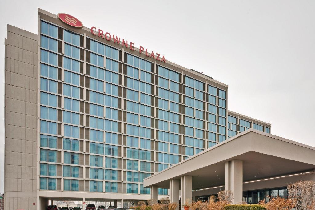 Crowne Plaza Chicago O'Hare Hotel & Conference Center