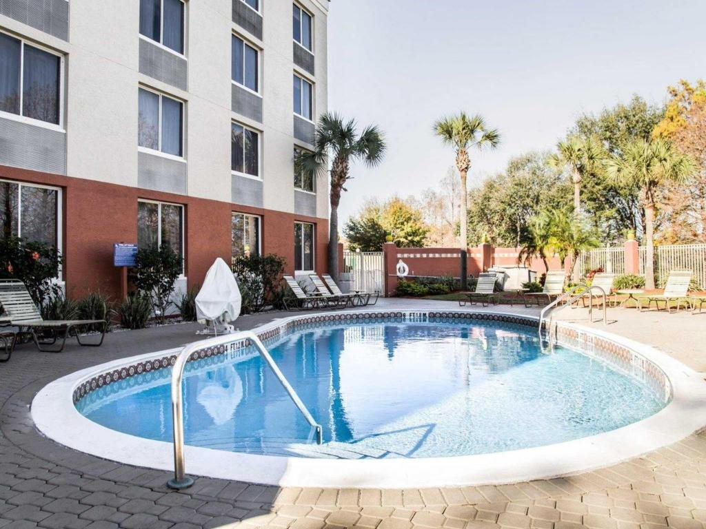 Swimming pool Quality Inn and Suites Orlando