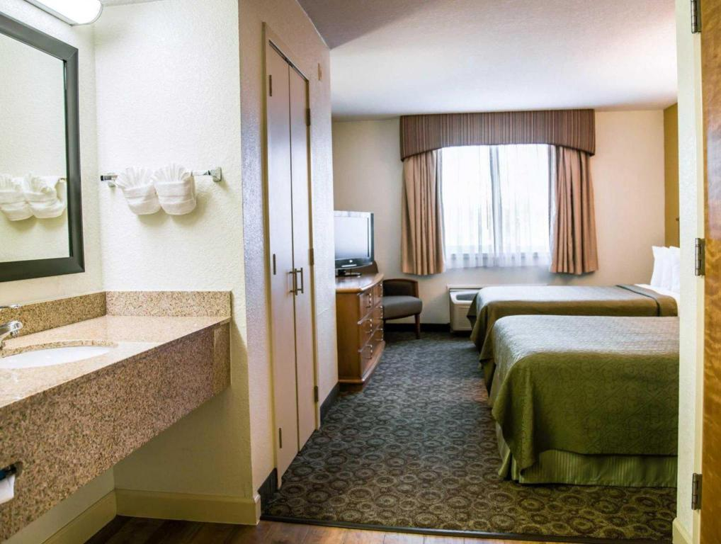 2 Double Beds - Suite room Quality Inn & Suites Near the Theme Parks
