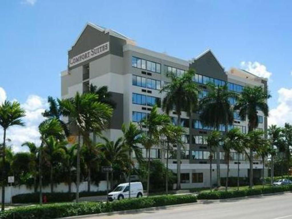 Comfort Suites Airport & Cruise Port Hotel