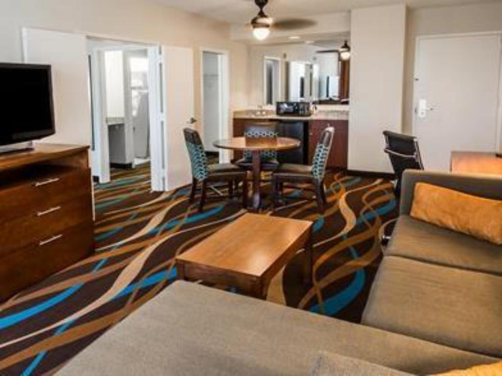 Interior view Comfort Suites Airport & Cruise Port Hotel