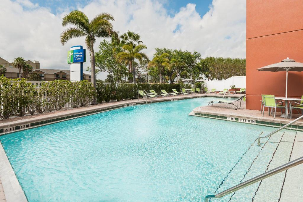 Holiday inn express suites nearest universal orlando - Holiday inn hotels with swimming pool ...