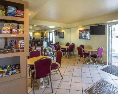 Coffee Shop/Cafenea Econo Lodge  Inn and Suites Maingate Central