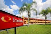 Econo Lodge  Inn and Suites Maingate Central