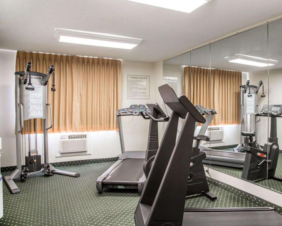 Academia Quality Inn South (Quality Inn South Cedar Rapids)