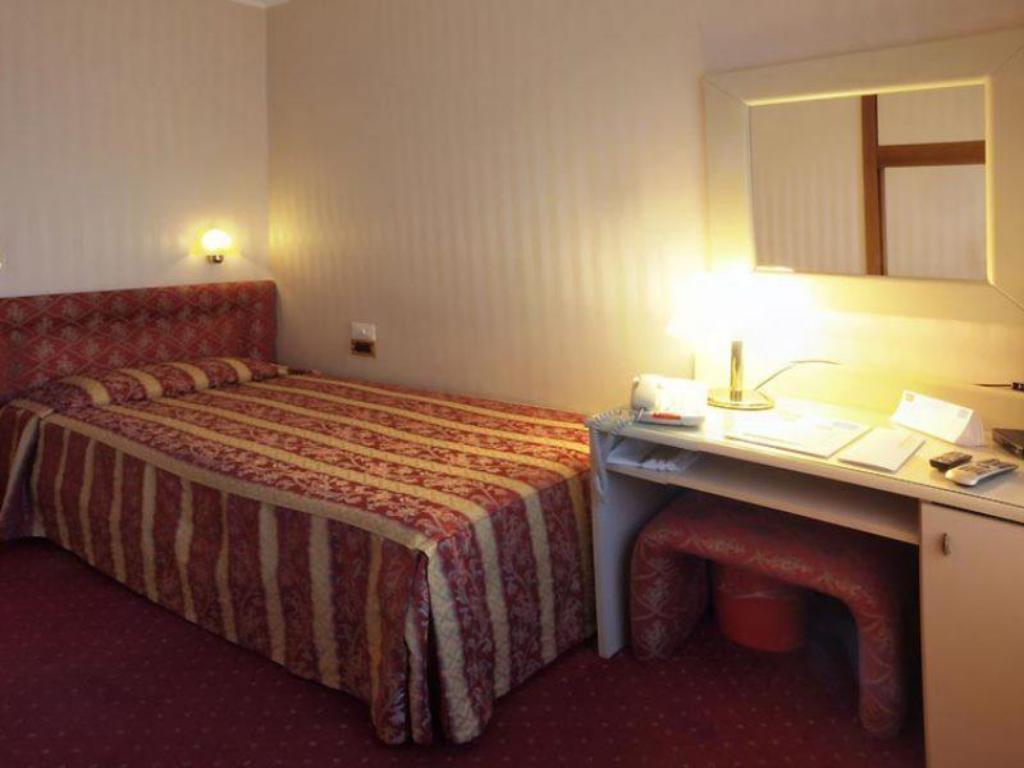Single Room - Bed Hotel Ambasciatori