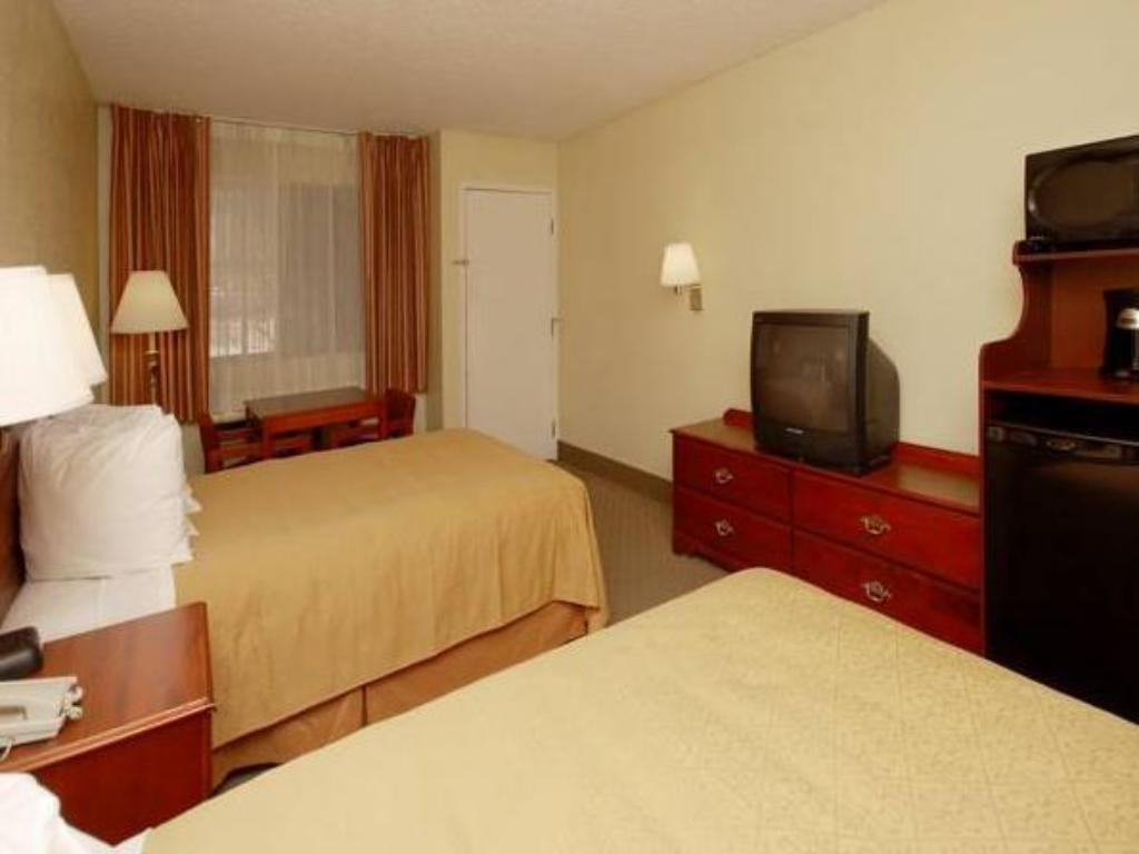 Double - Guestroom Quality Inn Airport