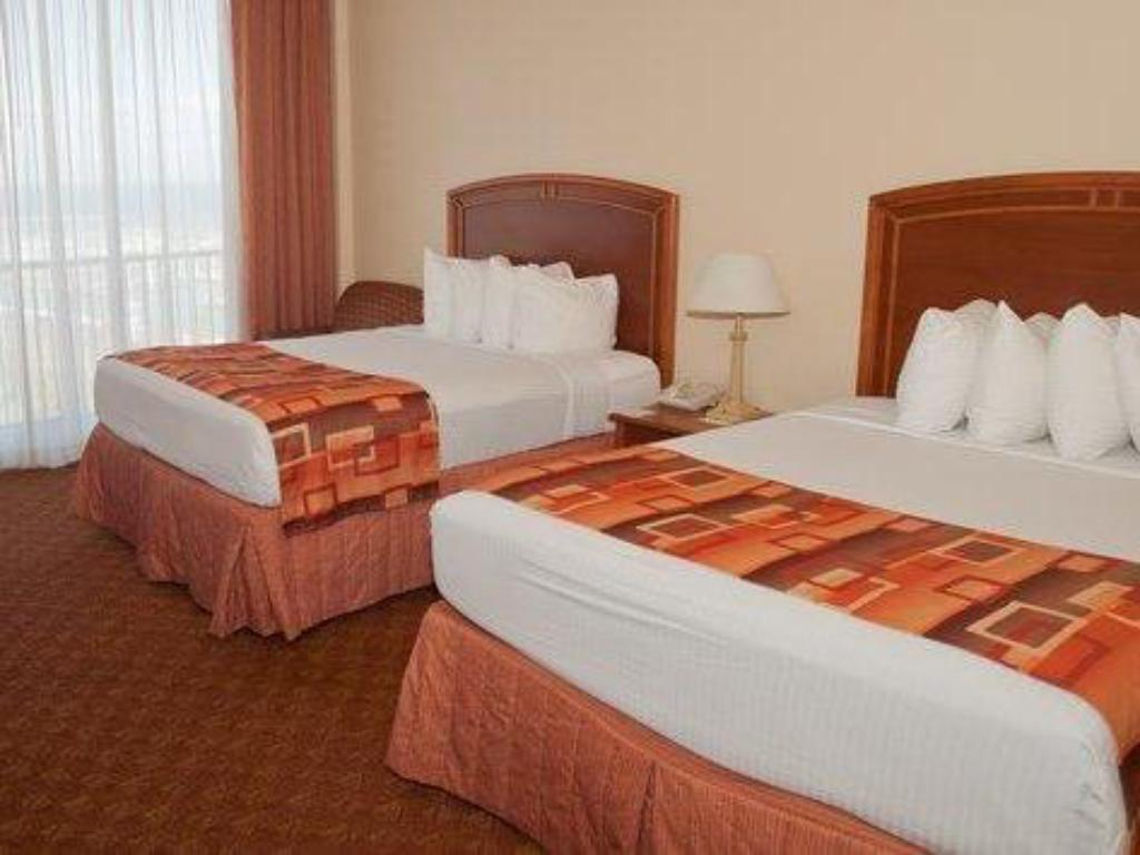 Queen Room with Two Queen Beds - Bed Best Western Marina Grand Hotel