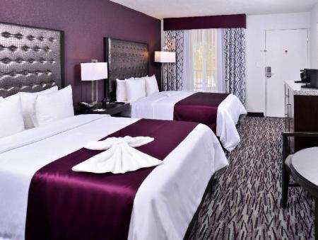 Guestroom Clarion Inn & Suites Across From Universal Orlando Resort