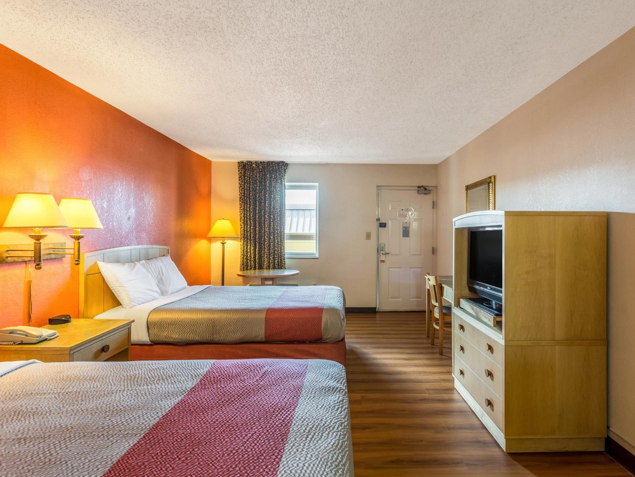 Quarto Duplo 2 Camas de Casal - Não Fumador (Double Room with Two Double Beds - Non-Smoking)