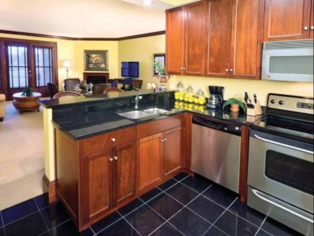 Presidential Suite - Kitchen Wyndham Dye Villas at Myrtle Beach