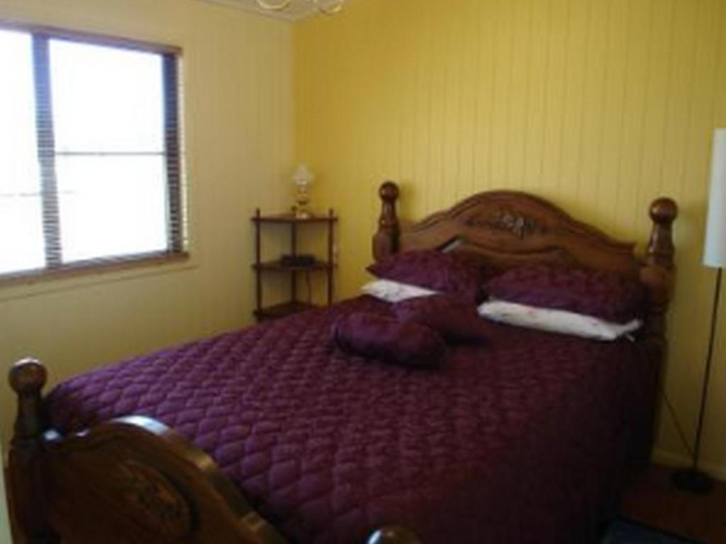 Classic Queen Bed - Bed Lee Farmstay Cottages