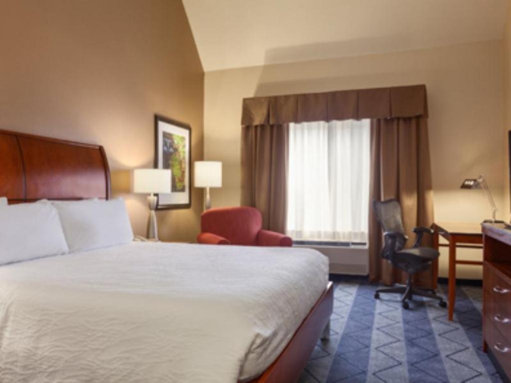 1 king bed deluxe bed hilton garden inn lancaster - Hilton Garden Inn Lancaster
