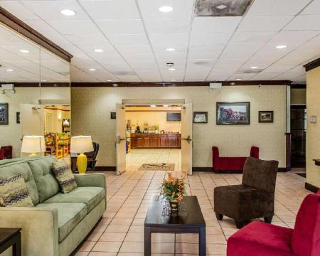 Hol Quality Inn & Suites