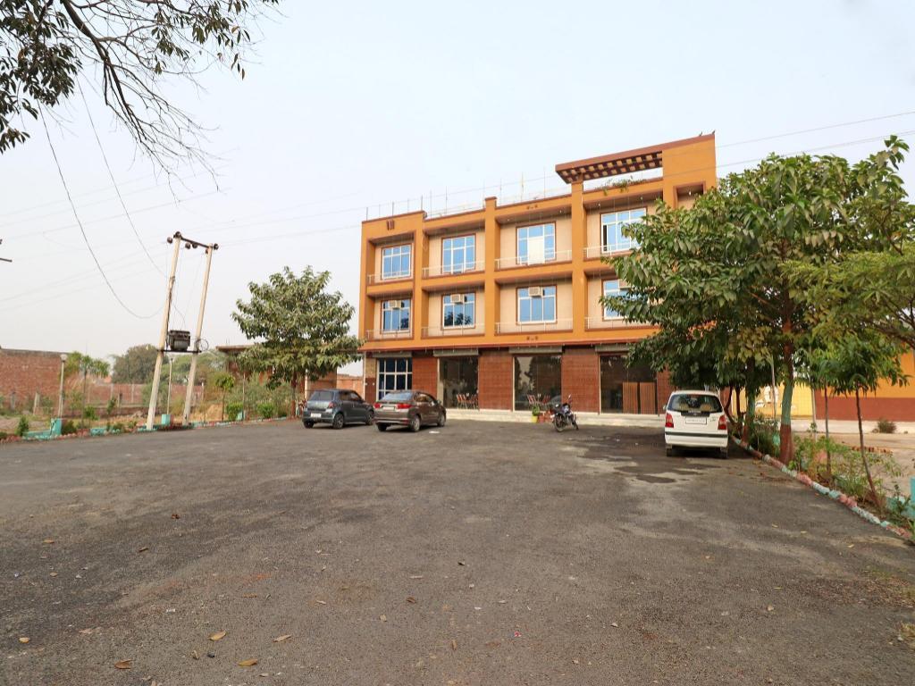 OYO 23165 Raghav Resort, Unnao - Photos, Room Rates & Promotions