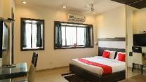OYO 890 Seven Suites Apartment